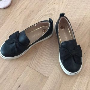 Trendy girls shoes size 11